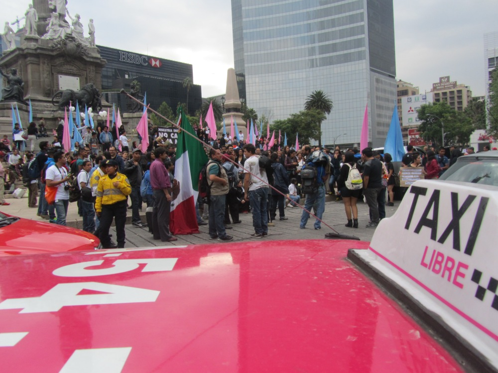 Manifestaciones from our passing taxi